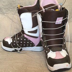 Burton Women's mint Snowboard boots, 6